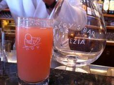Bellini cocktail van Harry's Bar in Venetie