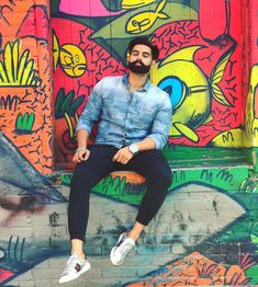 On every street there is a Nobody who Dreams of being a S omebody. Parmish Verma Beard, Best Profile Pictures, Punjabi Models, Cool Picks, Boy Photography Poses, Stylish Boys, Famous Singers, I Love Girls, Sexy Men