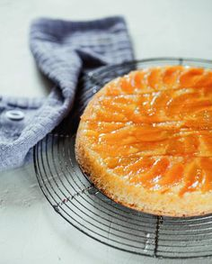 Cake polenta abricot et caramel de Christophe Michalak pour 6 personnes - Recettes Elle à Table