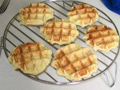 Een overheerlijke bewaarwafels, die maak je met dit recept. Smakelijk! Dutch Recipes, Baking Recipes, Sweet Recipes, Dessert Recipes, Beignets, Cookie Flavors, Sweet Bakery, Pancakes And Waffles, Waffle Recipes