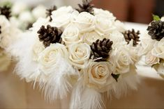 Cream-Roses-and-Pine-Cones-Winter-Wedding-Bouquet-With-White-Feathers.jpg (550×367)