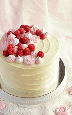 Vaníliakrémes málnás máktorta recept svájci habcsókkal Fall Cakes, Sweets Cake, Mousse Cake, No Bake Cake, Cake Designs, Food Styling, Panna Cotta, Cake Recipes, Food Porn