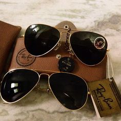Ray Ban aviators.  Ordered a pair on Amazon.  Top Gun look is back?