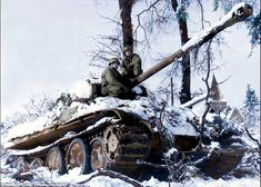 James Gordon and Private Rainwater inspect a deserted Panther tank formerly of the Panzer Division Das Reich near Grandmenil, Belgium, during the Battle of the Bulge, 1944 Military Units, Military Photos, Military History, Tiger Tank, War Photography, Ww2 Tanks, Panzer, Armored Vehicles, War Machine