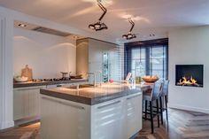 Foto's van een moderne keuken: heerlijke keuken met mooi eiland   homify