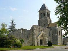 L'église Sainte Marie-Madeleine.Eglise partiellement ruinée Sainte-Madeleine, à Montchauvet (Yvelines, France)