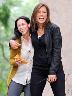 Mariska Hargitay and Jennifer Love Hewitt having some laughs on the set of SVU