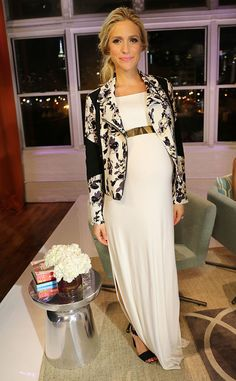 Kristin Cavallari.. monochrome maternity.. Frock Los Angeles dress and belt, complete with shoes from HM..