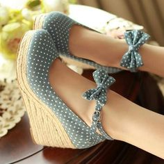 Cute Shoes Pumps slip on shoes platform. Dream Shoes, Crazy Shoes, Me Too Shoes, Pretty Shoes, Beautiful Shoes, Awesome Shoes, Cute Heels, Mode Outfits, Mode Style
