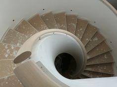 Fotó itt: Hajlított korlátok - Google Fotók Curved Wood, Stairs, Mirror, Google, Furniture, Home Decor, Stairway, Decoration Home, Room Decor