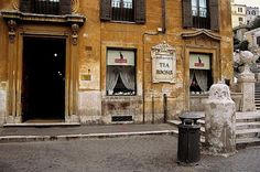 BABINGTON'S TEA ROOM.  Piazza di Spagna. Roma. Italia.  Desde su fundación en 1893, el Babington's tiene sobre sus mesas el servicio de té o de café perfectamente preparado.