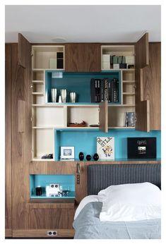 Idée couleur : comme la chambre est petite, on doit rester sobre dans le choix des teintes. Par contre, on peut s'amuser à peindre l'intérieur des placards de différentes couleurs pour donner une petite touche d'originalité. Ainsi, l'aspect du meuble change pendant son utilisation.
