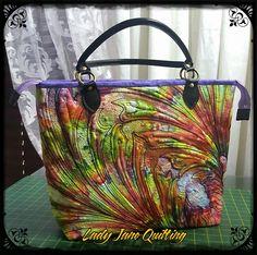 Free motion quilted bag -by Telene Jeffrey, Lady Jane Quilting. #berninaambassador #berninarsa #ladyjanequilting