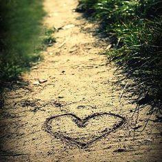 Que o amor seja o ponto de partida desta semana ❤️ Pq essa semana tem cupom de desconto para as compras no site. Acesse a nossa Fan Page no facebook/meseduzabs e resgate o seu!  #boasemana #bomdia #meseduza #desconto