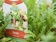 Yess, endlich wird es wieder Zeit für die Gartenarbeit und du kannst dir  deine Lieblingskräuter für deinen Balkon oder Garten holen.  Hast du Rucola Salat zu Hause -> immer frisch - immer lecker!  #erlebnisgärtnerei #hödnerhof #ebbs #kufstein #mils #hall #tirol #größtegärtnereitirol #gärtnerei #eigenprodukion #pflanzenwelt #dekowelt #ausflugsziel #erleben #cafebistro #wirliebenblumen #flowerlovers #spring #bumenliebe #kräuter #teekräuter #küchenkräuter Comfort Food, Parsley, Celery, Herbs, Vegetables, Innsbruck, Fett, Coleslaw Recipes, Medicinal Plants