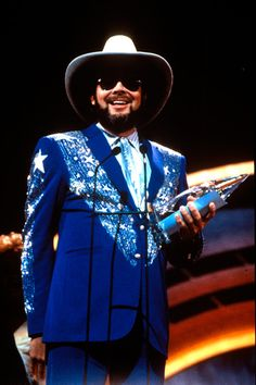 """Hank Williams Jr. claimed his first of two CMA Entertainer of the Year honors at """"The 21st Annual CMA Awards"""" (10/9/1987)."""