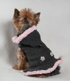 Gray and Pink Coat - Chihuahua - Collares para Perros Girl Dog Clothes, Small Dog Clothes, Puppy Clothes, Small Dog Coats, Small Dogs, Pet Dogs, Pets, Dog Clothes Patterns, Dog Jacket