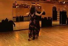 Einen langsamen Walzer sollte jeder tanzen können! Im Video zeigen wir Ihnen die Grundschritte, Drehungen und das Damensolo. Viel Spaß beim Nachtanzen.