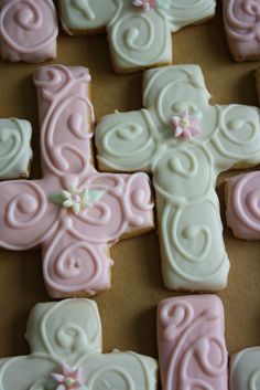 Claudine: Daisy Baby Buggy Shower Cake and Cross Cookies Cross Cookies, Fancy Cookies, Iced Cookies, Cute Cookies, Easter Cookies, Royal Icing Cookies, Cut Out Cookies, Cupcake Cookies, Sugar Cookies