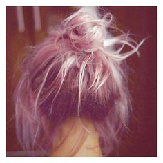 Sunday status before the Easter festivites: messy bun // #pinkhair #pastelhair #sundaymorning