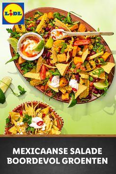 Mexicaanse salade met zoete aardappel, mais en bonen geserveerd met tacochips en chili-dip #recept Mexican Food Recipes, Vegetarian Recipes, Dinner Recipes, Healthy Recipes, Chili Dip, Taco Dip, Feel Good Food, Quick Healthy Meals, Food Inspiration