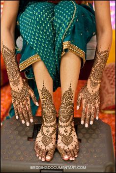 beautiful Henna Design with lots of beautiful deatails The teal outfit can't be that bad either!