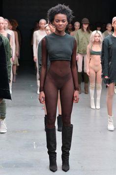 Yeezy Fall 2015 Ready-to-Wear Fashion Show Fashion Show Review 뉴욕 패션, 런웨이 패션, 패션 트렌드, 카니예 웨스트, 사진 포즈, 패션 의상, 아름다운 흑인 여성, 패션쇼
