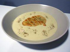Crema de patata y alcachofa con galleta de albahaca