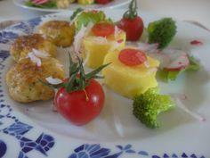 Czary w kuchni- prosto, smacznie, spektakularnie.: Ziemniaczane medaliony z kurkumą w wiosennym wydan... Eggs, Breakfast, Food, Turmeric, Meal, Egg, Eten, Meals, Morning Breakfast