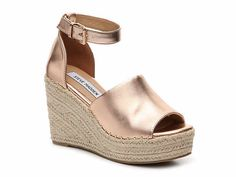 Rose Gold Steve Madden Jaylen Wedges - Some Marks Which You Can See In The Picture But Otherwise In Good Condition Because They Have Never Been Worn Espadrilles, Macys Womens Shoes, Baskets, Rose Gold Wedges, Keen Shoes, Flat Shoes, Latest Shoe Trends, Crochet Slippers, Extreme High Heels