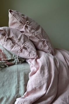 Rosenquarz Rustikal Rough Heavy Weight Linen Kissenbezüge, Satz Standard-, K… Rose Quartz Rustic Heavy Weight Linen Pillowcases, Set of Standard, King and Euro Sizes – # Euro sizes # Pillowcases Rustic Pillows, Cute Pillows, Linen Duvet, Linen Pillows, Bed Linens, Linen Fabric, Cushions, Best Pillow, Perfect Pillow