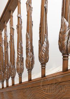 """Дизайн лестничного марша с использованием нашей новой резной балясины L-067. Стилизованные цветы каллы в прочтении стиля """"Модерн""""."""