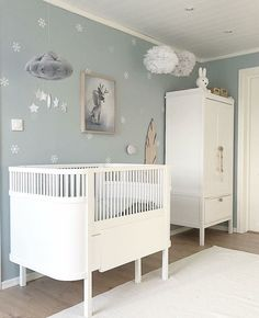 Baby Kinderzimmer Junge - I like this neutral and nit idea for nursery! Don´t you? Boys Bedroom Wallpaper, Boys Bedroom Decor, Baby Nursery Decor, Baby Bedroom, Cool Wallpapers For Walls, Blue Wallpapers, Trendy Wallpaper, Baby Room Ideas Early Years, Baby Room Ideas For Boys