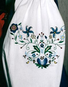 Krakow folk costume hand made floral details on shirt -krakowskie ubiory Polish Embroidery, Folk Costume, Tattoo Inspiration, Folk Art, Sewing Crafts, Krakow, Tattoos, Floral, Stitching
