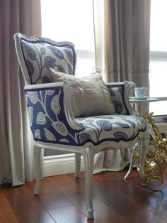Good reference for when I reupholster that damn chair. Reupholster Furniture, Furniture Upholstery, Hooker Furniture, Black Kitchen Chairs, White Chairs, Sofas Vintage, Upholstered Swivel Chairs, Painted Chairs, Chair Fabric