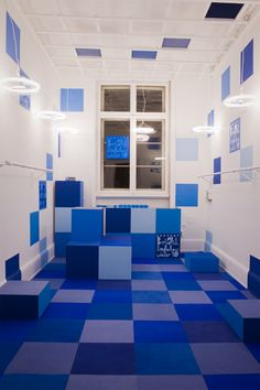 Exhibition both at the Bright tradeshow X in Frankfurt. Room in pixel patterns with blue carpet and individually designed light bulbs.