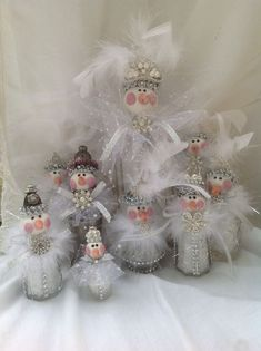 Here are the best Shabby Chic Christmas Decor ideas that'll give your room a romatic touch. From Pink Christmas Tree to Shabby Chic Christmas Ornaments etc Shabby Chic Christmas Decorations, White Christmas Ornaments, Snowman Christmas Decorations, Pink Christmas Tree, Christmas Lanterns, Christmas Diy, Shabby Chic Kranz, Shabby Chic Pink, Shabby Vintage