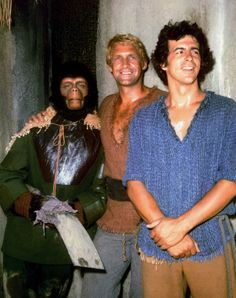 Galen (Roddy McDowall), Colonel Alan Virdon (Ron Harper) & Major Peter J. Burke (James Naughton) - Planet of the Apes: The TV Series Classic Tv, Classic Films, Comics Mexico, Plant Of The Apes, Science Fiction, Sci Fi Tv Shows, Horror Comics, Original Movie, Old Tv