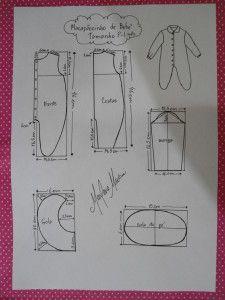 moldes de nos tamanhos P (1 mês), M (3 meses), G (6 meses), GG (9 meses) e EGG (1 ano).