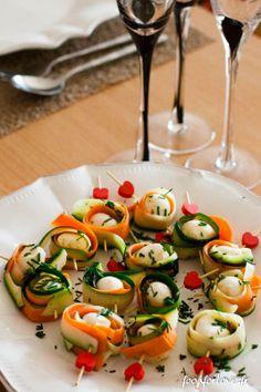 Bouchées de Mozzarella et Crudités aux Noix / Un apéro light = 36 possibilités ! http://www.mavieencouleurs.fr/cuisine/inspirations/apero-dinatoire-allege-mode-demploi?r=384utm_source=pinterest%20utm_medium=socialutm_campaign=contenu-cuisineutm_content=apero-dinatoire-allege-mode-demploi