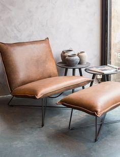 Lederen lounge zitbank Earl met voetenbank. Comfortabele, lederen zetel met massief stalen onderstel. Mogelijk in andere kleuren en verschillende soorten...