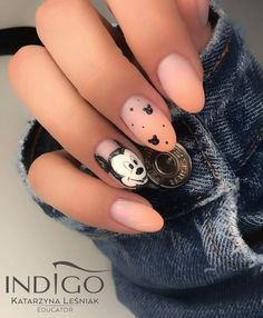 [UPDATED] Awesome Mickey Mouse Nail Designs (November Let the mouse become the focal point on your fingertips. Keep the rest of the nails a simple nude matte. Then go to town on the middle finge Ongles Mickey Mouse, Mickey Mouse Nail Design, Minnie Mouse Nails, Mickey Nails, Disney Acrylic Nails, Best Acrylic Nails, Disneyland Nails, November Nails, November 2019