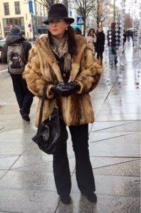 Fur-rocious Vintage Coat, Felt Hat, Layered Look, Fox Fur, Winter Outfits, Fur Coat, Jackets, Fashion, Vintage Coat Rack