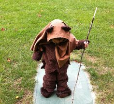 Halloween was my favorite holiday when I was little! This collection of 20 DIY kids Halloween costumes are so cute, you'll just have to make one. Star Wars Halloween, Halloween Costumes To Make, Homemade Costumes, Halloween Photos, Halloween Kostüm, Toddler Costumes, Baby Costumes, Family Costumes, Ewok Costume