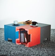 Petite table basse faite de kube: cf www.kubes.ch