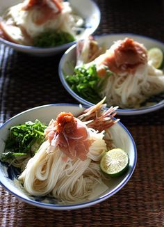 Japanese noodles, Somen (not a recipe) I love the picture! within 3 minutes to cook & eat Japanese Dishes, Japanese Food, Sushi, Japanese Noodles, Bento Recipes, Asian Recipes, Ethnic Recipes, Asian Kitchen, Snacks