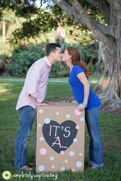balloon gender reveal. I want to do this with a photographer! Hello mini session!!!!