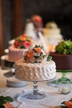 Romantic little cakes-- so pretty! {Amelia Soper Photography}