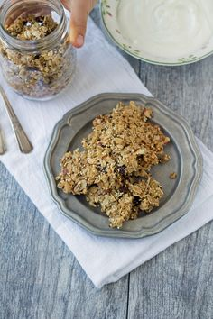 Crunchy Quinoa and Oat Granola Ingredients: 2 ½ cups old fashioned rolled oats, ½ cup quinoa, ½ cup slivered almonds, ½ cup raisins, ¼ cup coconut flakes, ¼ cup dried pineapple chunks, ½ teaspoon salt, ½ cup maple syrup, ¼ cup canola oil