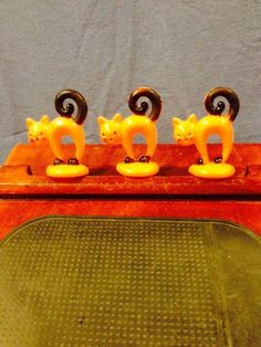 Vintage Hard Plastic Halloween Cake Toppers Arch Back Cats Set Of Three Nice!